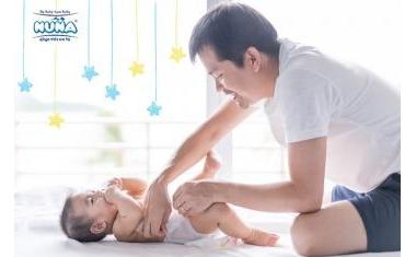 Muôn kiểu áp lực khi các ông bố chăm sóc con nhỏ